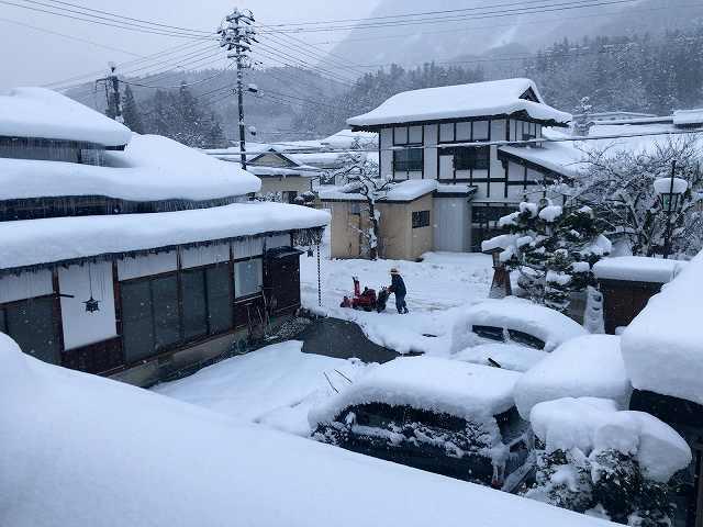 大旦那が雪かき5.jpg