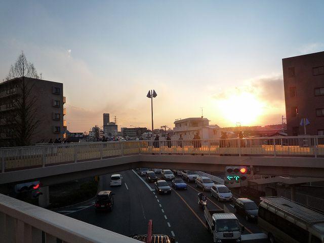 大豆戸交差点の夕陽.jpg