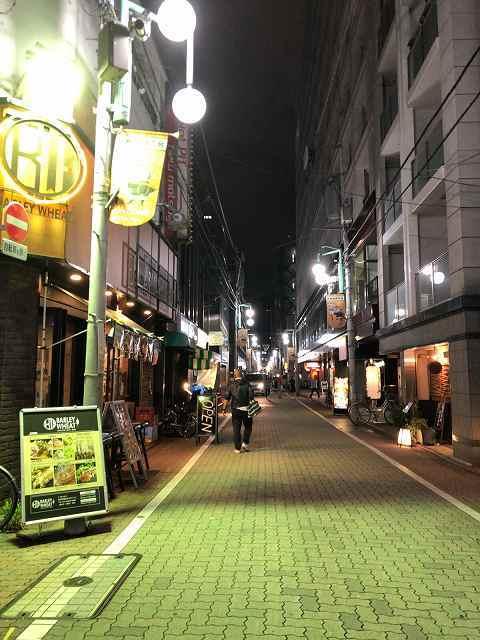 大門の路地.jpg