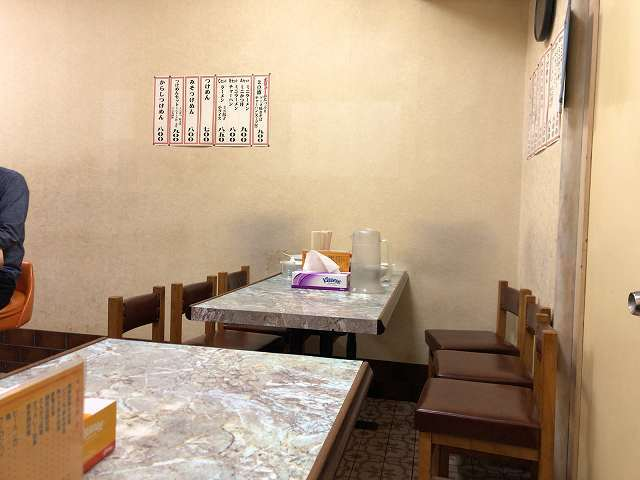 奥のテーブル席.jpg