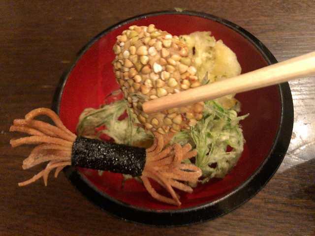 宴44揚げ7里芋に蕎麦実を塗したもの.jpg