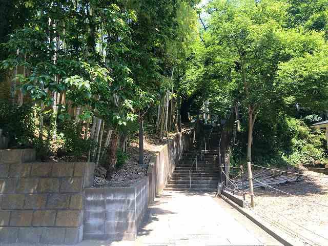 寺の側道と階段.jpg