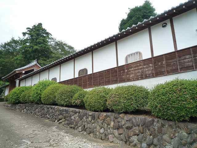 寺の塀.jpg