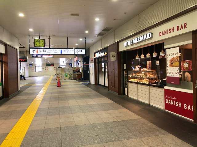 小山駅2隣の12番線13番線ホームへ.jpg