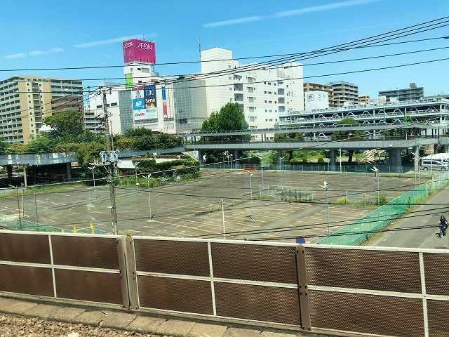 小田急線車窓から相楽が見える1.jpg