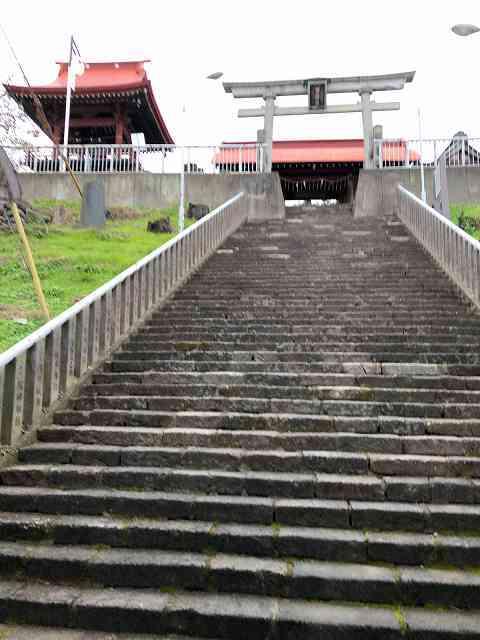 山門3潜ったら階段.jpg