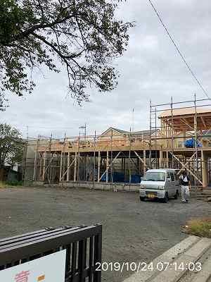 工事10~10月24日~2階に柱が立つ1.jpg