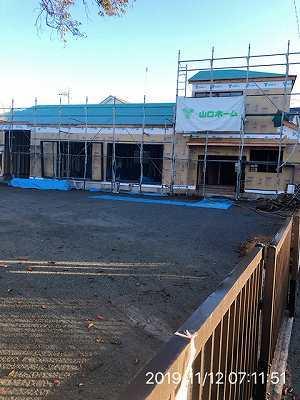 工事15~11月12日窓サッシが搬入される1.jpg