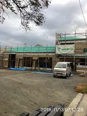 工事16~11月13日~窓サッシが搬入される2.jpg