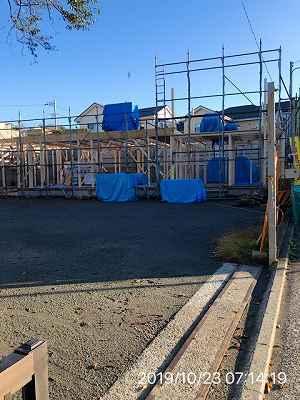 工事9~10月23日~建物の柱が立ち始める.jpg