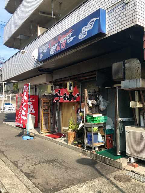 店1およそ中華という店構えではない1.jpg
