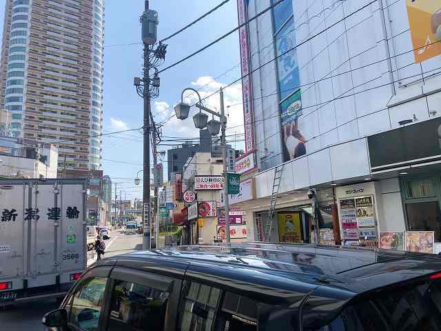 店23踏切渋滞の角.jpg