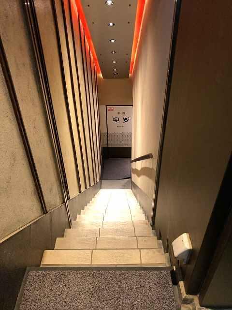 店5急な階段.jpg