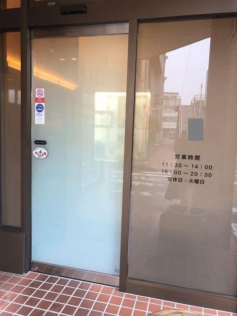 店61素っ気ない自動扉.jpg