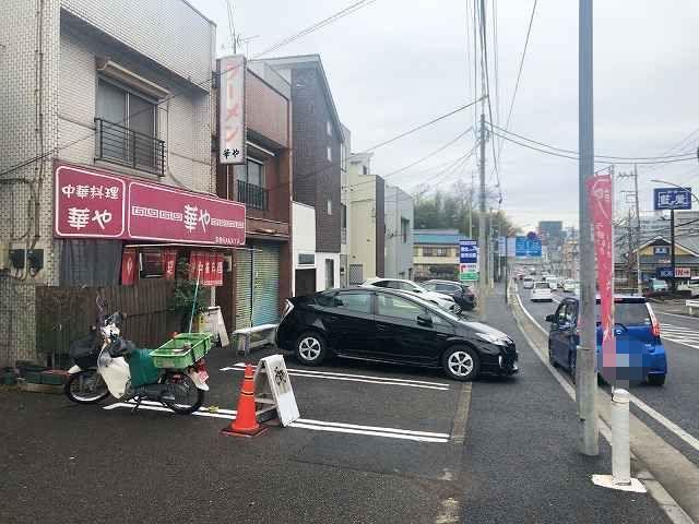 店6青いくるまが停車-1.jpg