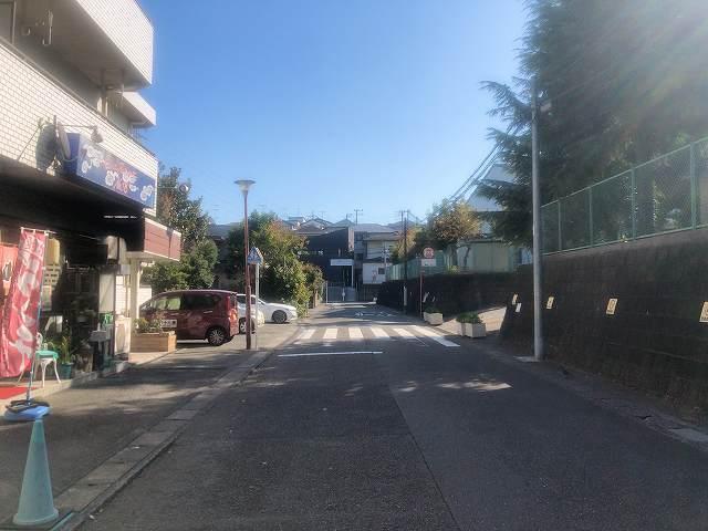 店9小学校正門前.jpg