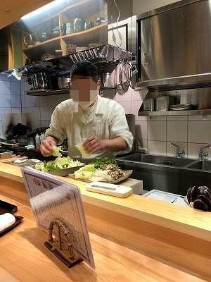店主が鍋を用意するところ2-1.jpg