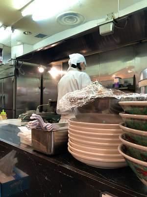 店内12厨房1若い者.jpg