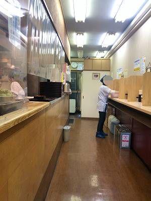店内2磨くオバちゃん-1.jpg
