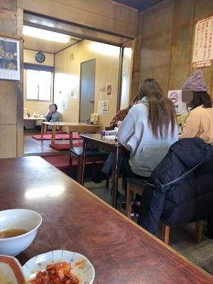 店内4ギャルたちが昼飲み-1.jpg