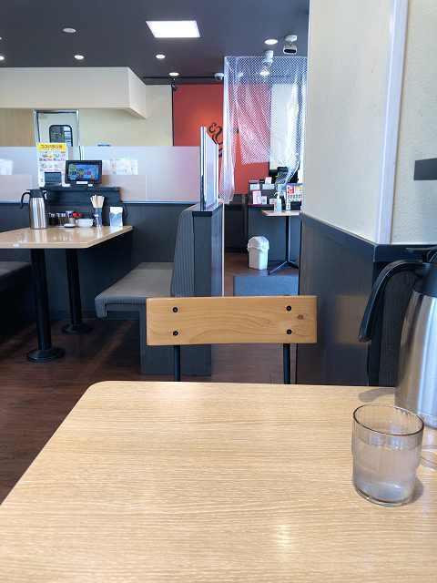 店内4テーブルが遠いな.jpg