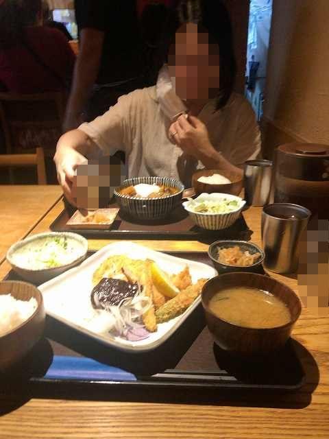店内4久々の外食にご満悦のジャン妻2-1.jpg