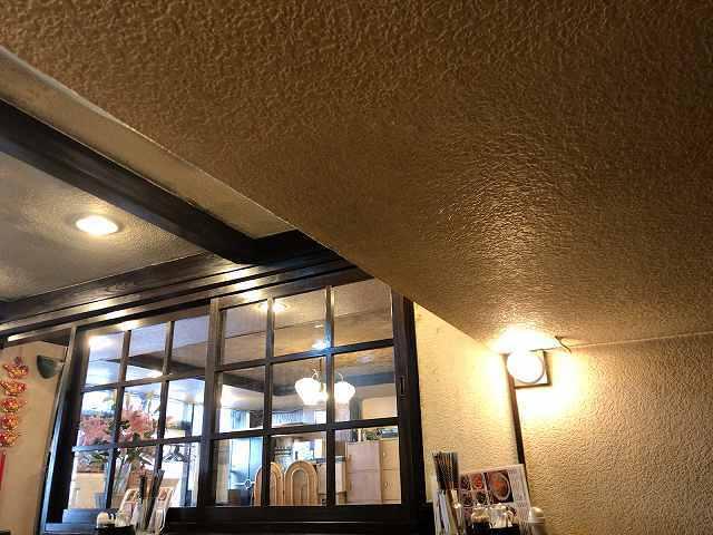 店内4低い天井2.jpg