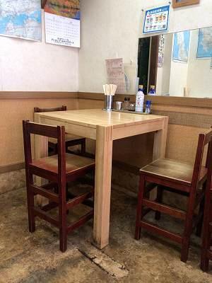 店内5椅子がヘン1.jpg