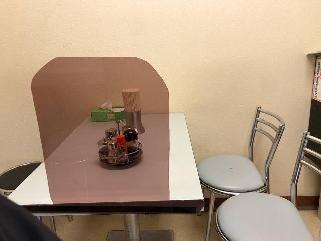 店内7唯一のテーブル席.jpg