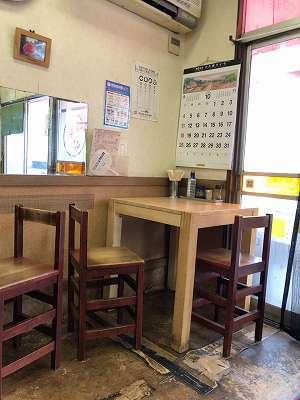店内7椅子がヘン3.jpg