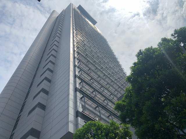 後楽園3見上げるシビックタワー.jpg