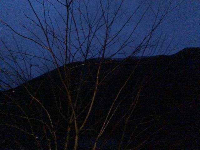 暗い山々.jpg