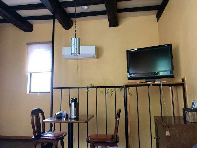 朝13部屋の窓3.jpg