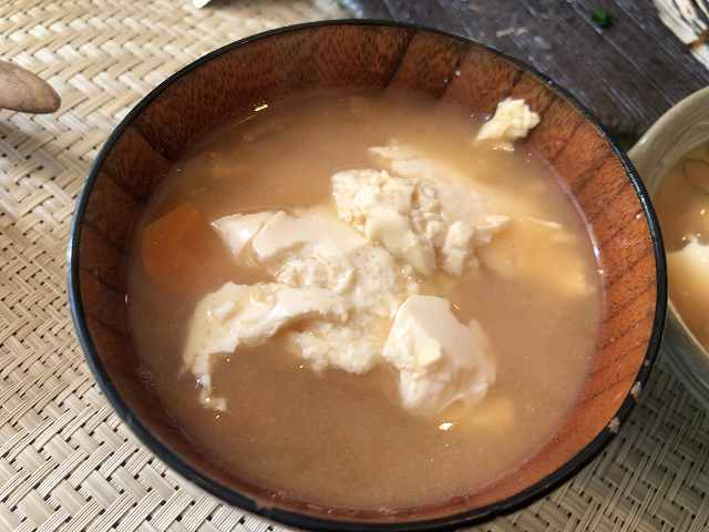 朝餉18味噌汁4豆腐を投入1.jpg