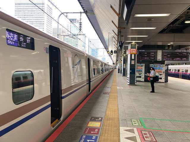 東京駅6新幹線.jpg