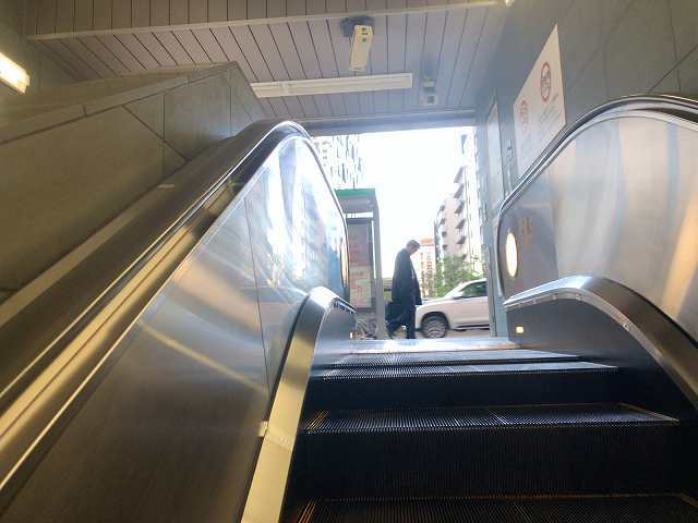 東新宿駅3地上へ出る.jpg