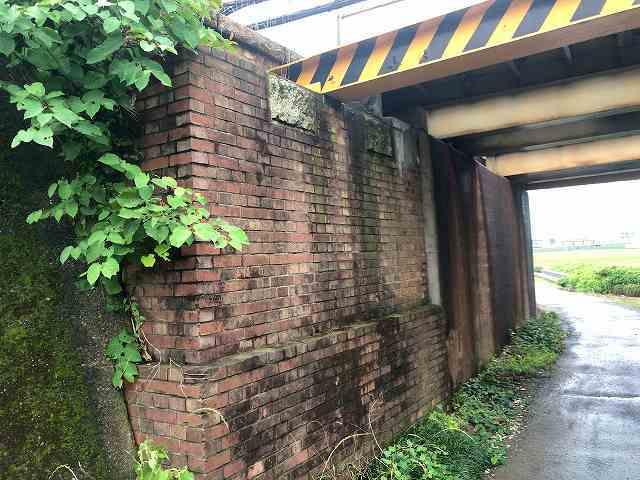 東武線高架下2旧橋台1.jpg