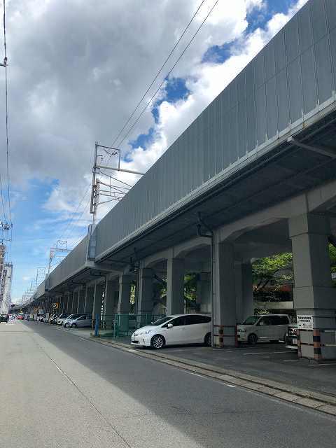 歩く12新横浜方面へ2新幹線高架.jpg