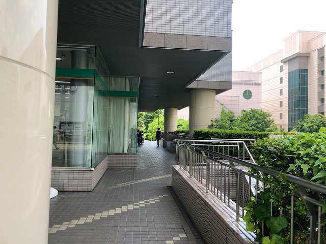 歩く2銀行の脇2.jpg