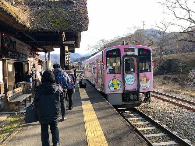 湯野上温泉駅に着いた2.jpg