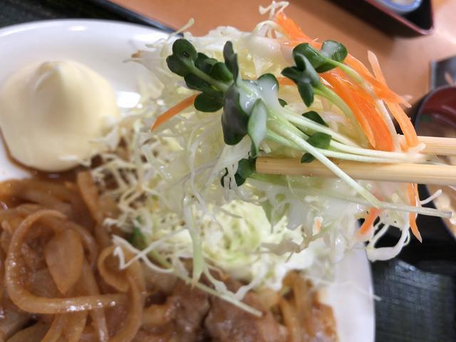 生姜焼6キャベツをリフトアップ.jpg