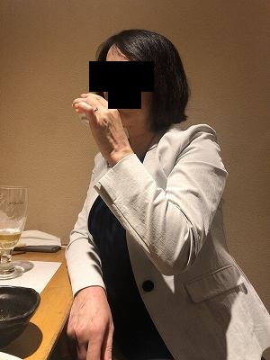 睨むジャン妻1.jpg
