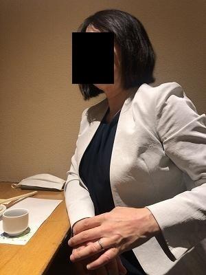 睨むジャン妻2.jpg
