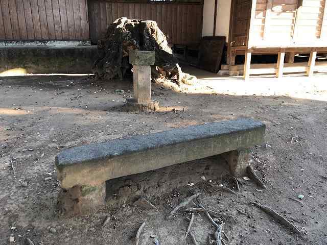 石造りのベンチ1.jpg