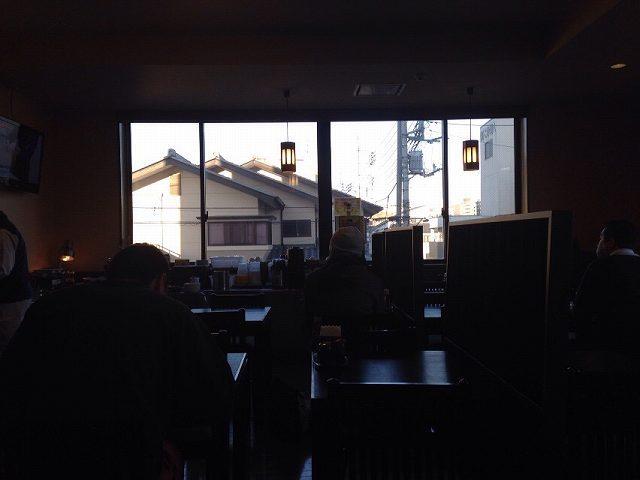 窓の向こうに.jpg