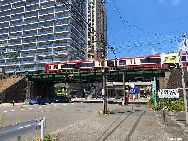 紅い電車は白い線.jpg