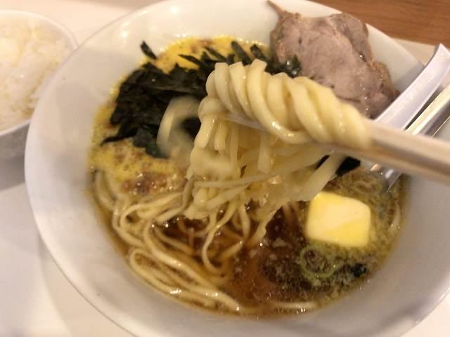 納豆ラーメン6黄色い麺.jpg