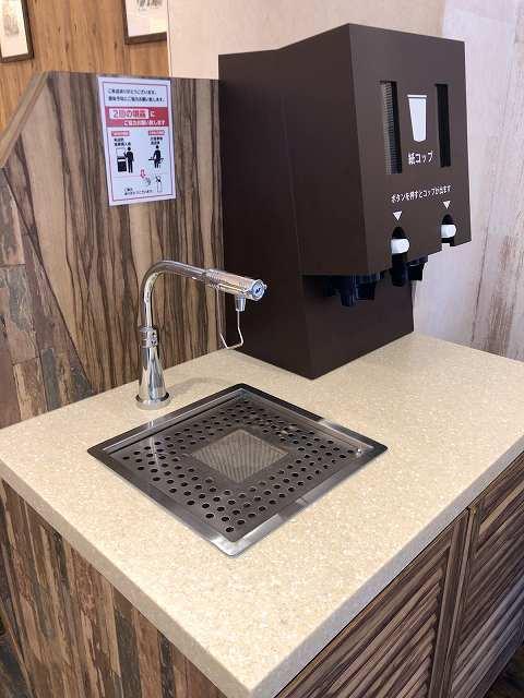 紙コップの給水機.jpg