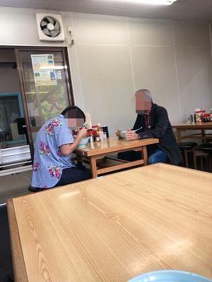 老夫婦がラーメン食べてた-1.jpg