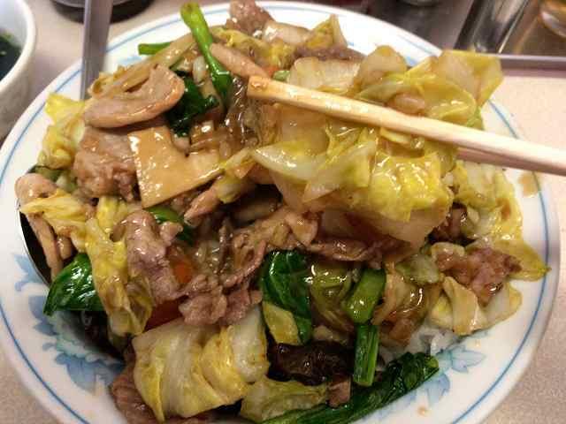 肉丼13野菜を摘まむ3.jpg